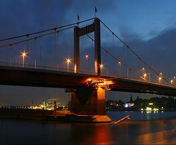 Statek pasażerski uderzył w filar mostu. 27 osób zostało rannych