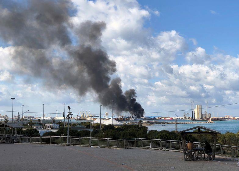 Zbombardowali statek. Kłęby dymu nad Trypolisem
