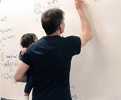 Uczy fizyki i wspiera młode matki. Uniwersytet jest dumny ze swojego wykładowcy