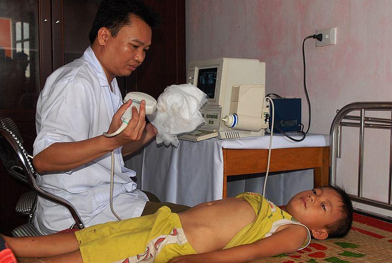 Chłopiec w czasie badania USG