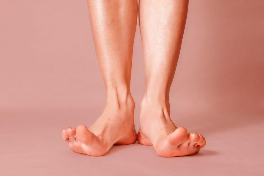 Skierowanie palców stóp w kierunku kości piszczelowej
