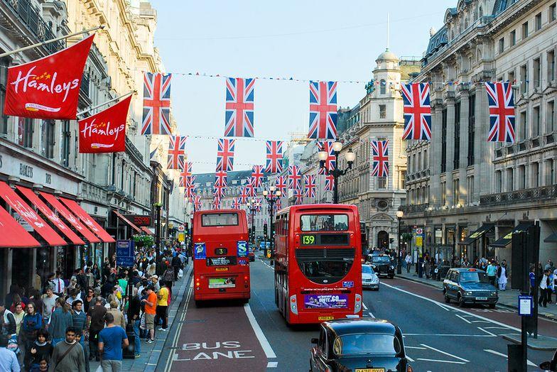 Londyn. Sprzątacz znalazł w autobusie 300 tysięcy funtów