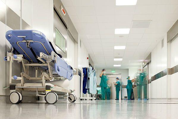 82-letnia Polka zaginęła w szpitalu. Półtorej doby siedziała na schodach