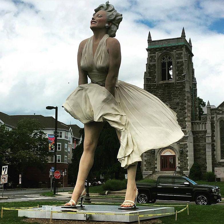 """Wierni oburzeni. """"Marilyn Monroe wypina się na kościół"""""""
