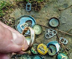 Znalazł obrączkę, teraz szuka jej właściciela. Dostaje dziesiątki wiadomości