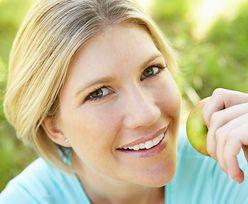 39-latka zjadła nieumyte owoce. Konsekwencje były poważne
