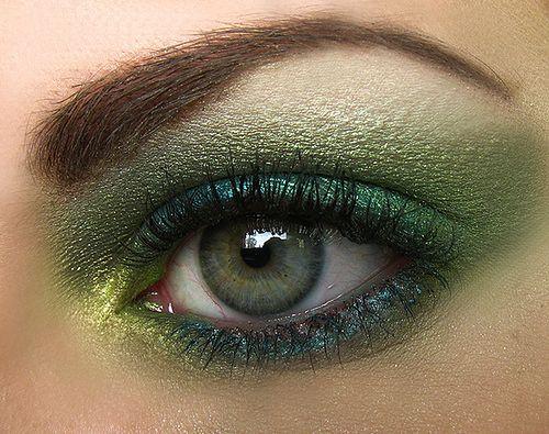 Zielone cienie i zielony kolor oczu