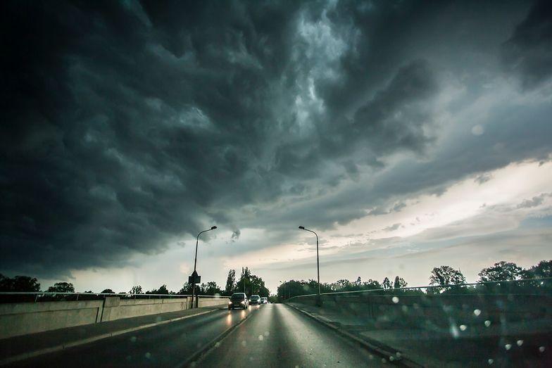 Groźne burze z gradem na terenie kraju. Wydano ostrzeżenia pogodowe