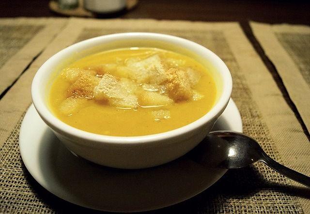Zupa – 773 mg sodu (1 kubek bulionu warzywno-wołowego)