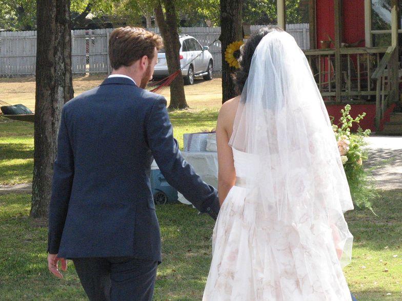 Dramat na weselu. Wiatrakowiec rozbił się w lesie. Znany lekarz nie chciał ratować ofiary