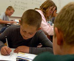 Szkoła niczym pełnoetatowa praca. Nastolatki spędzają w niej prawie 40 godzin tygodniowo