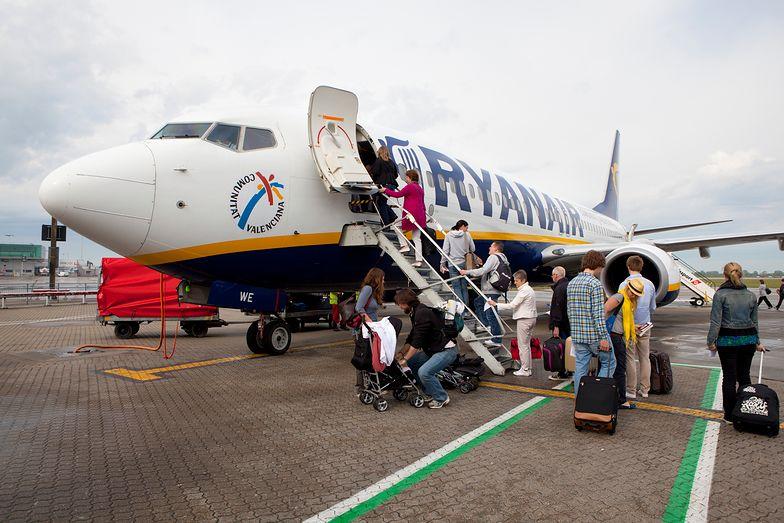 20 pijanych pasażerów przerwało lot. Ryanair chce zakazać alkoholu