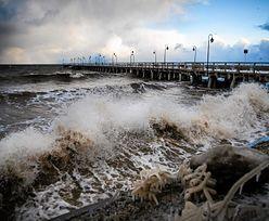 Sztorm na Bałtyku: morze pochłonęło plażę na Helu