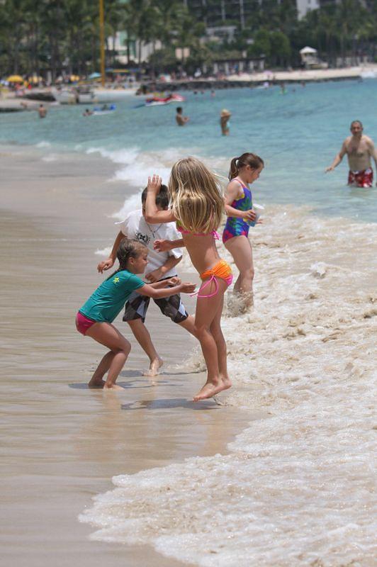 Bezpieczna kąpiel w morzu - relaks na plaży