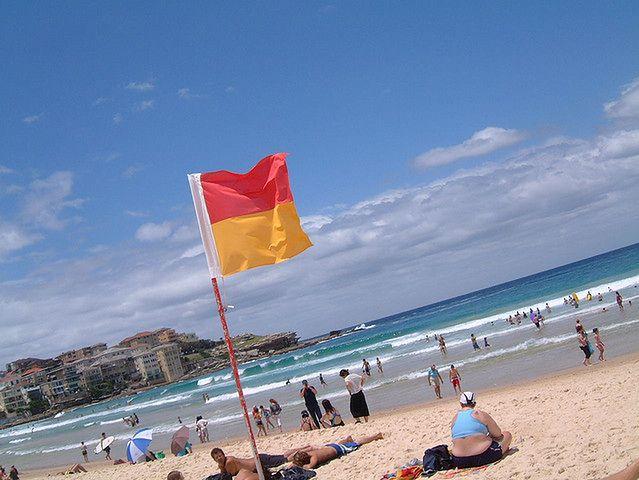 Bezpieczna kąpiel w morzu - czerwona flaga