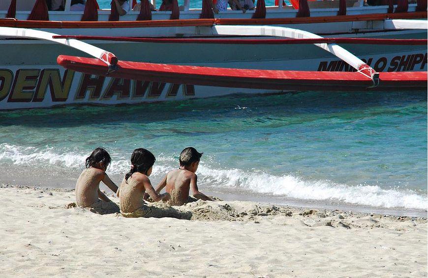 Bezpieczna kąpiel w morzu - falochron
