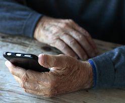"""Szlachetna Paczka uruchomiła telefon dla seniorów """"Dobre Słowa"""". To reakcja na problem samotności"""