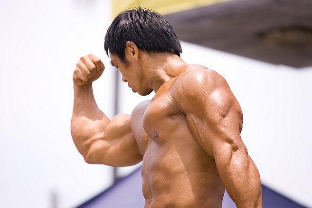 Umięśnione męskie ciało