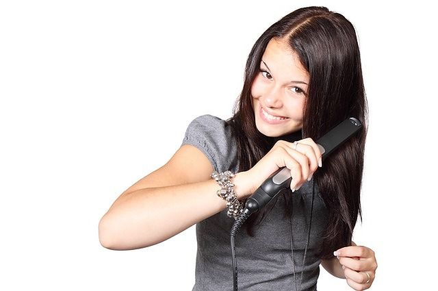Kręcenie się włosów (kiedy powinny być proste)