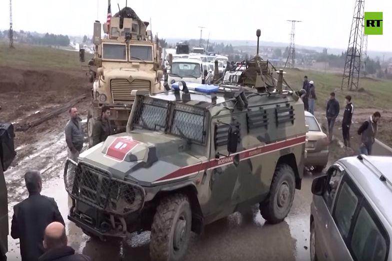 USA blokuje rosyjskiemu konwojowi przejazd przez autostradę w Syrii