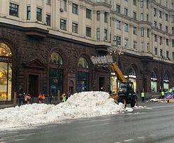Rosja. Na główne ulice Moskwy przywieziono sztuczny śnieg