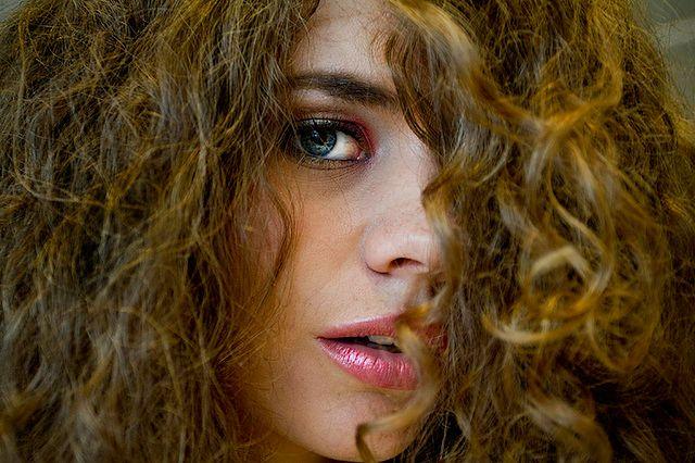 Kręcone włosy potrzebują odpowiedniej pielęgnacji