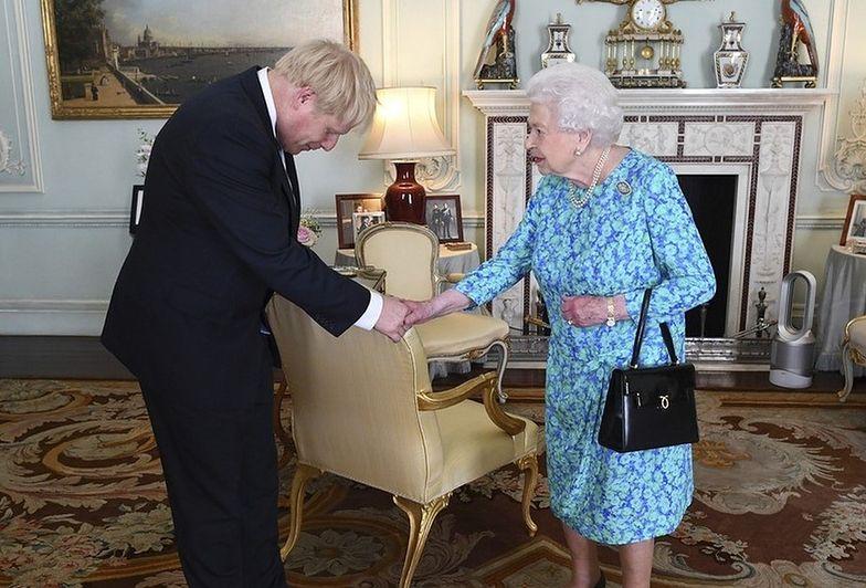 boris johnson królowa elżbieta ii