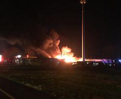 Pożar w Koszalinie. Na miejscu pracuje 14 jednostek straży pożarnej
