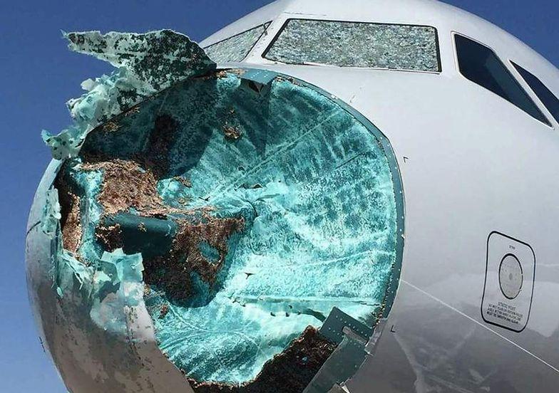 Burza uderzyła w samolot American Airlines. Z dziobu nic nie zostało