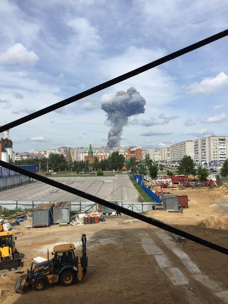 Rosja. Ofiary w potężnej eksplozji. Słup dymu nad Dzierżyńskiem