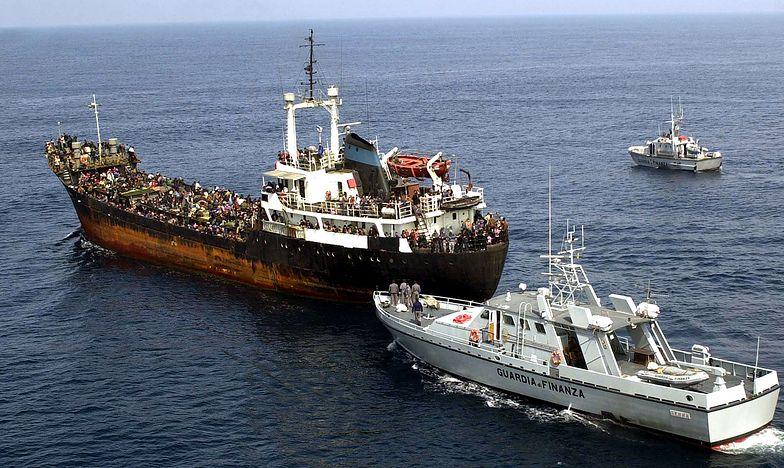 """Włosi zablokowali statek ratowniczy. """"Noga imigrantów tutaj nie postanie"""""""