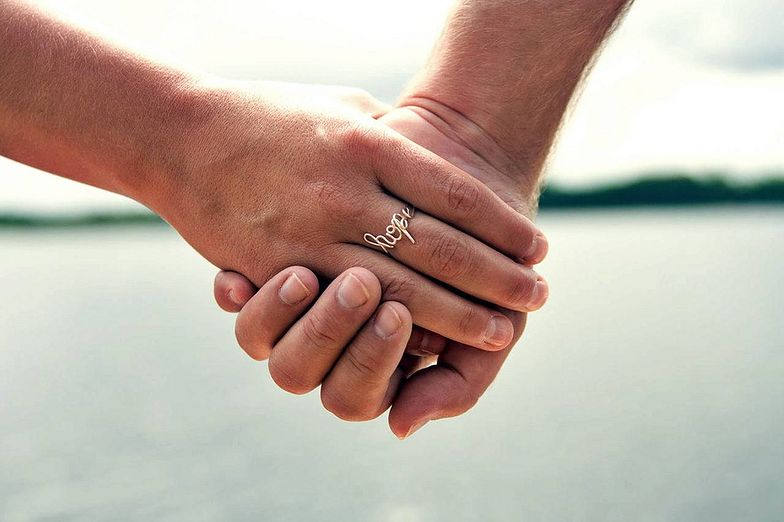 Miłość jak z filmu. Po 69 latach małżeństwa zmarli w jednej chwili
