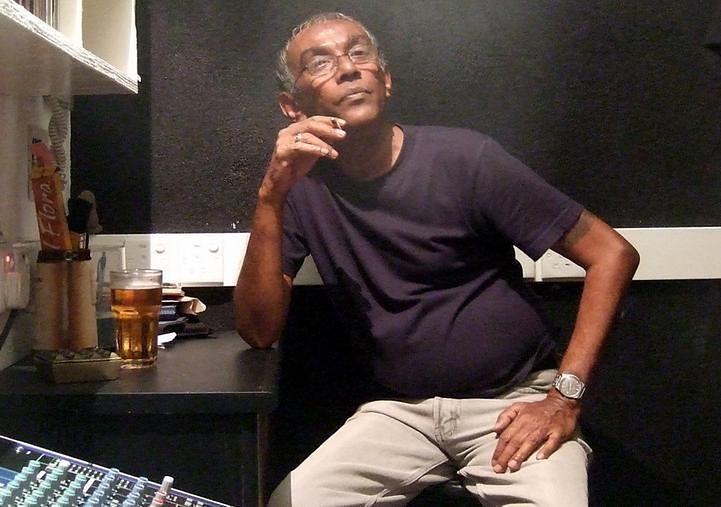 Palący mężczyzna