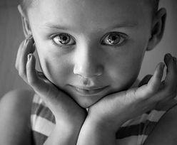 Zrobił zdjęcie córeczce umierającej na raka. Łamiący serce obraz ma ważny przekaz