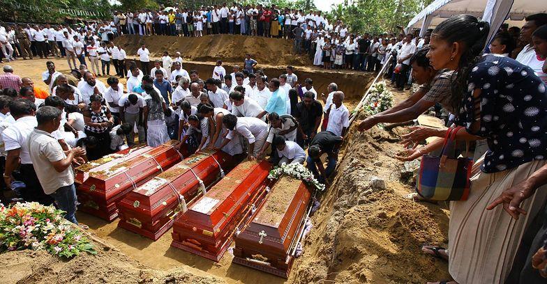 Sri Lanka jest pogrążona w żałobie. Trwają masowe pogrzeby ofiar zamachu