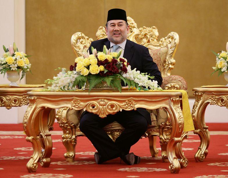 Król Malezji abdykował. Stracił głowę dla modelki