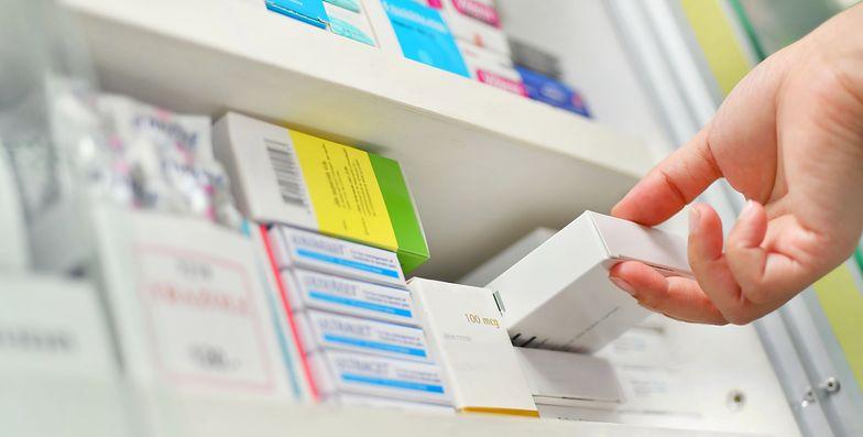Ibuprofen. Trwa debata - czy niektóre leki przeciwbólowe mogą nasilać przebieg koronawirusa?