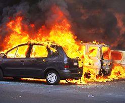 Zadziwiająca reakcja władz Szwecji na serie podpaleń samochodów