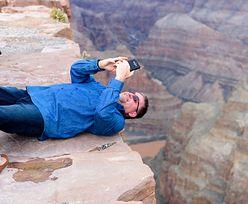 Zdjęcie ważniejsze niż życie. Turyści nawet nie patrzą na ostrzeżenia