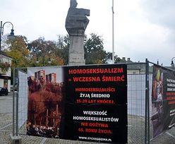 """""""Homoseksualizm zagraża życiu"""". Burmistrz popiera kontrowersyjną wystawę"""