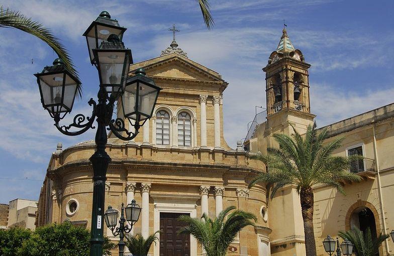 Sycylijskie miasteczko sprzedaje domy za jedno euro
