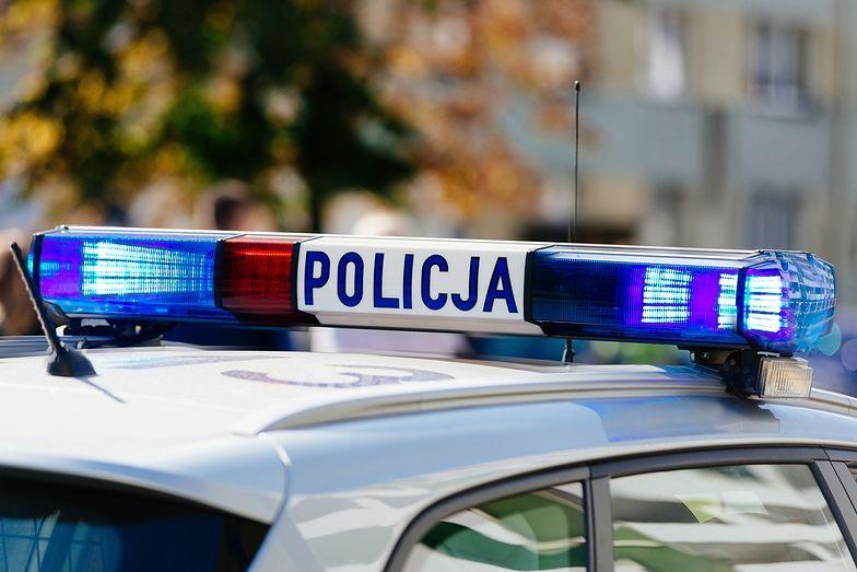 Podkarpackie. Policjant w ciężkim stanie. 23-latek uderzał go siekierą