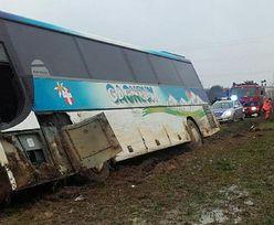 Wypadek autokaru z dziećmi. Kierowca nie żyje