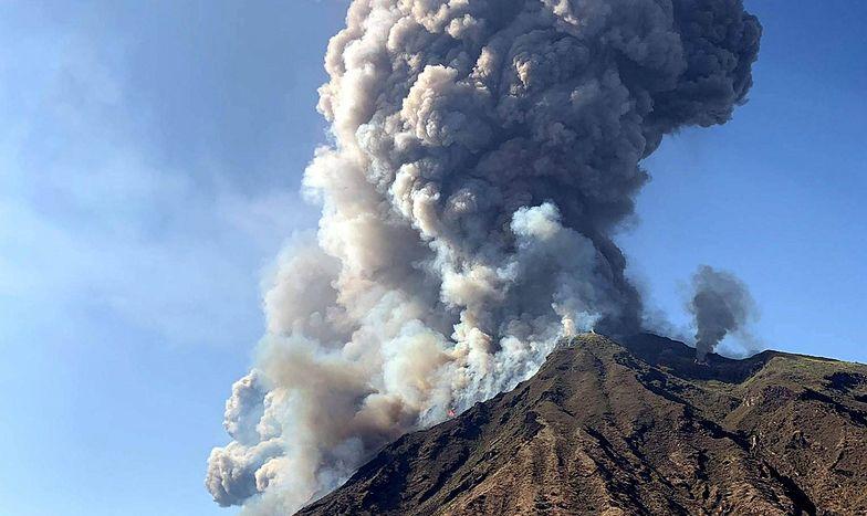 Włochy. Erupcja wulkanu na wyspie Stromboli niedaleko Sycylii. Nie żyje turysta