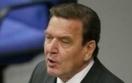 Schroeder obejmuje się z Putinem. Rząd Niemiec się odcina