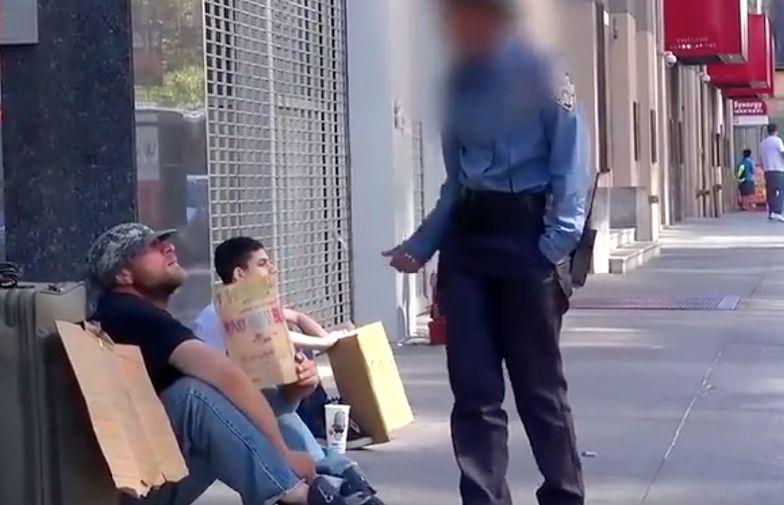 """""""Idź do pracy."""" Kobieta w mundurze uderzyła bezdomnego"""