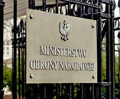 Kolizja samochodu MON w Warszawie. Z tyłu siedział generał