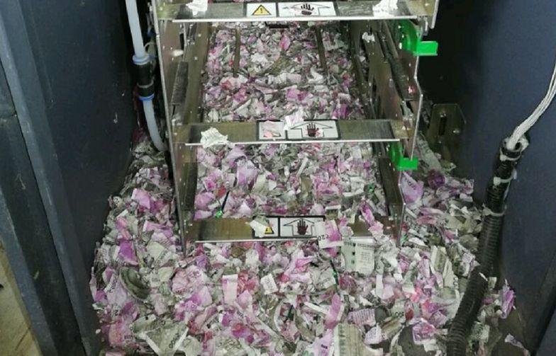 Technicy z Indii otworzyli zepsuty bankomat. Widok przyprawił ich o wielki ból głowy