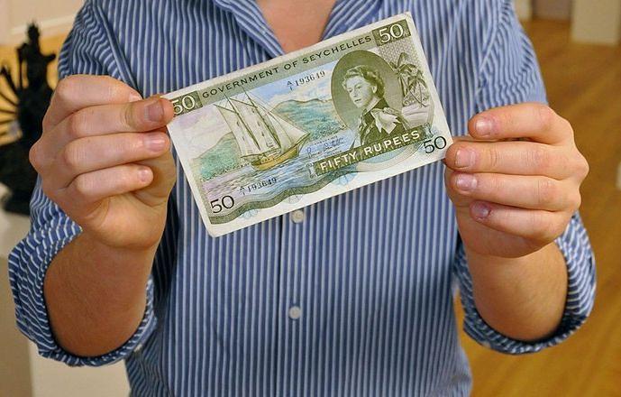 """Banknot z ukrytym słowem """"sex"""". Widzisz to już?"""