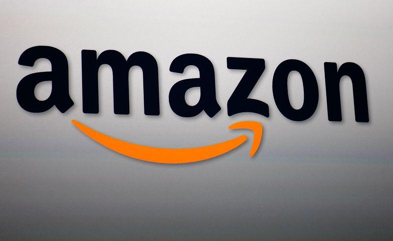 SANTA MONICA, CA - SEPTEMBER 6:  Amazon CEO Jeff Bezos xxxxxxxxxxxx during a press conference on September 6, 2012 in Santa Monica, California.  (Photo by David McNew/Getty Images)